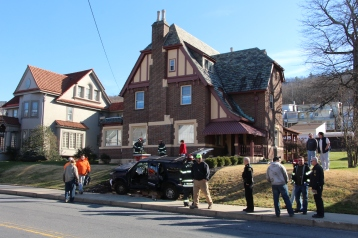 Single Vehicle Accident, 518 East Broad Street, Tamaqua, 11-30-2015 (54)