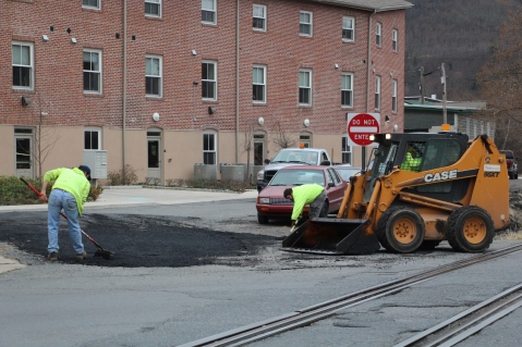 Tamaqua, Borough Street Department, Fixing Roads, Tamaqua, 11-18-2015 (1)
