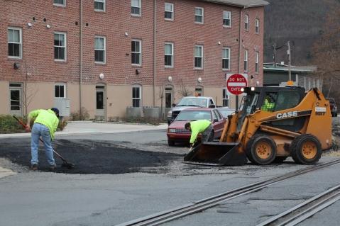 Tamaqua, Borough Street Department, Fixing Roads, Tamaqua, 11-18-2015 (1)