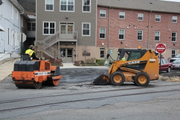 Tamaqua, Borough Street Department, Fixing Roads, Tamaqua, 11-18-2015 (5)