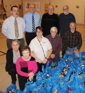 Tamaqua Rotary Club Sort Hundreds of Food Donations, Salvation Army, Tamaqu - Copy (6)