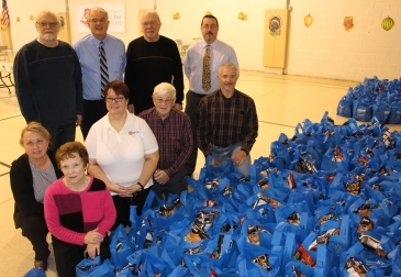 Tamaqua Rotary Club Sort Hundreds of Food Donations, Salvation Army, Tamaqua (9)