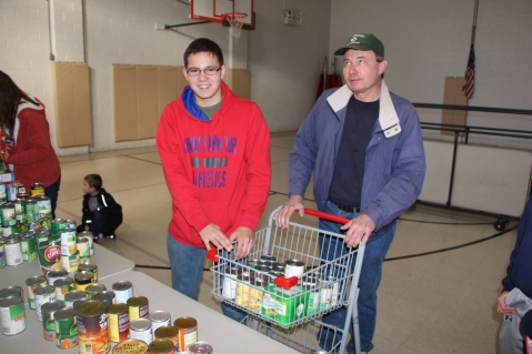 Tamaqua Troop, Pack, 777, Collecting, Sorting, Donations, Salvation Army, Tamaqua, 11-14-2015 (28)