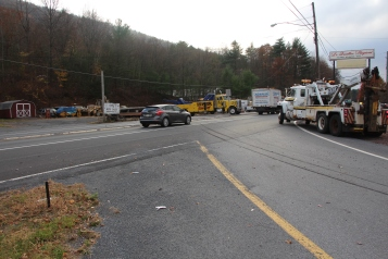 Tractor Trailer Overturns, US209, SR93, Nesquehoning, 11-5-2015 (116)