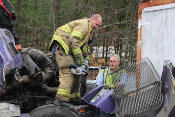 Tractor Trailer Overturns, US209, SR93, Nesquehoning, 11-5-2015 (13)