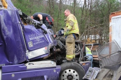Tractor Trailer Overturns, US209, SR93, Nesquehoning, 11-5-2015 (16)