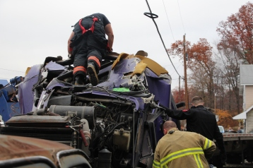 Tractor Trailer Overturns, US209, SR93, Nesquehoning, 11-5-2015 (26)