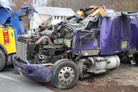 Tractor Trailer Overturns, US209, SR93, Nesquehoning, 11-5-2015 (64)