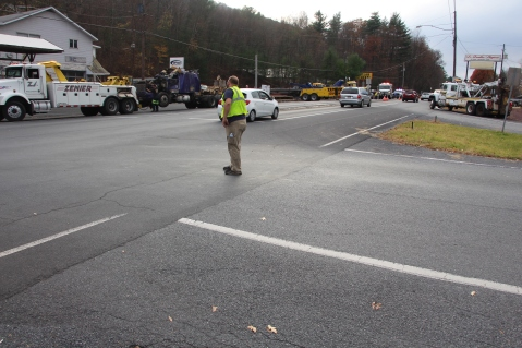 Tractor Trailer Overturns, US209, SR93, Nesquehoning, 11-5-2015 (91)