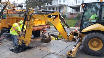 Water Department Repairing Service Line, 200 block of East Broad Street, Tamaqua, 11-6-2015 (1)