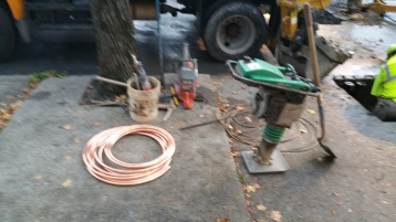 Water Department Repairing Service Line, 200 block of East Broad Street, Tamaqua, 11-6-2015 (12)