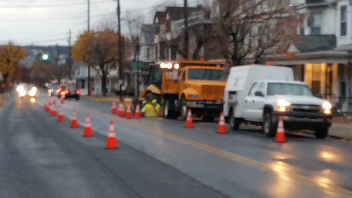 Water Department Repairing Service Line, 200 block of East Broad Street, Tamaqua, 11-6-2015 (16)