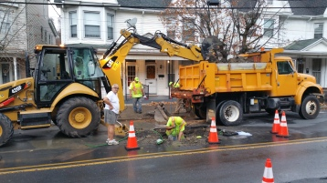 Water Department Repairing Service Line, 200 block of East Broad Street, Tamaqua, 11-6-2015 (5)