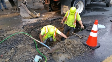 Water Department Repairing Service Line, 200 block of East Broad Street, Tamaqua, 11-6-2015 (6)