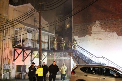 Apartment Building Fire, 45 West Broad Street, Tamaqua, 12-19-2015 (73)