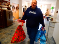 Food Basket, Angel Tree, Toys For Tots Distribution, Salvation Army, Tamaqua, 12-17-2015 (22)