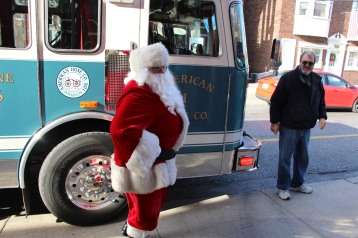 Santa Claus Stops at American Hose Company, Tamaqua, 12-20-2015 (10)