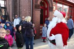 Santa Claus Stops at American Hose Company, Tamaqua, 12-20-2015 (14)