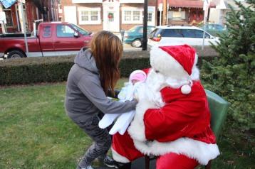 Santa Claus Stops at American Hose Company, Tamaqua, 12-20-2015 (32)