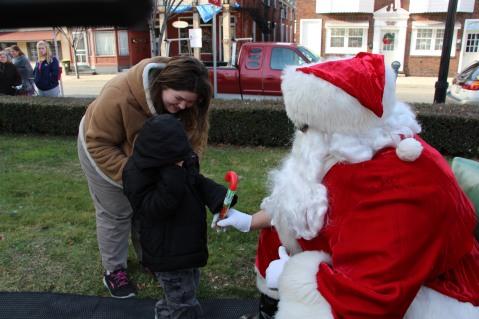 Santa Claus Stops at American Hose Company, Tamaqua, 12-20-2015 (34)