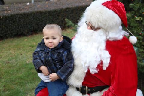 Santa Claus Stops at American Hose Company, Tamaqua, 12-20-2015 (43)