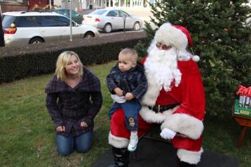 Santa Claus Stops at American Hose Company, Tamaqua, 12-20-2015 (44)