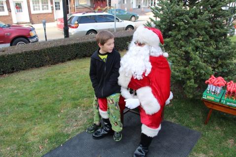 Santa Claus Stops at American Hose Company, Tamaqua, 12-20-2015 (54)