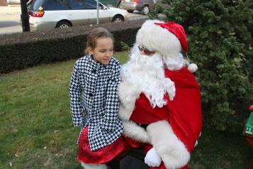 Santa Claus Stops at American Hose Company, Tamaqua, 12-20-2015 (56)