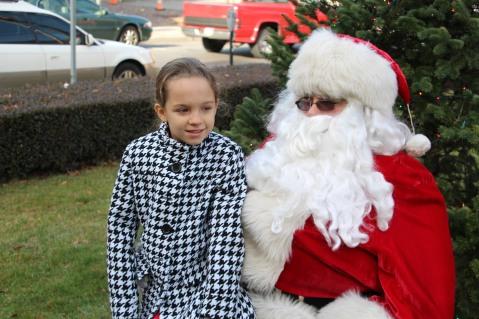 Santa Claus Stops at American Hose Company, Tamaqua, 12-20-2015 (57)