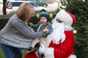 Santa Claus Stops at American Hose Company, Tamaqua, 12-20-2015 (66)