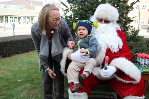 Santa Claus Stops at American Hose Company, Tamaqua, 12-20-2015 (68)