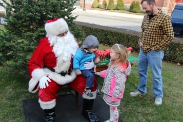 Santa Claus Stops at American Hose Company, Tamaqua, 12-20-2015 (79)