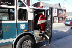 Santa Claus Stops at American Hose Company, Tamaqua, 12-20-2015 (8)