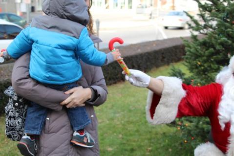 Santa Claus Stops at American Hose Company, Tamaqua, 12-20-2015 (81)