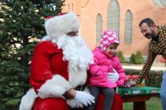 Santa Claus Stops at American Hose Company, Tamaqua, 12-20-2015 (86)