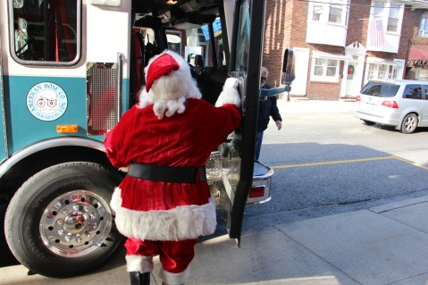 Santa Claus Stops at American Hose Company, Tamaqua, 12-20-2015 (9)