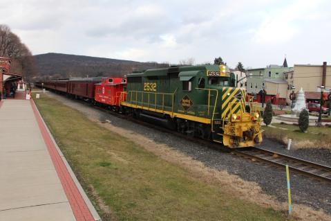 Santa Train Rides, via Tamaqua Historical Society, Train Station, Tamaqua, 12-19-2015 (107)