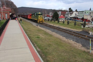Santa Train Rides, via Tamaqua Historical Society, Train Station, Tamaqua, 12-19-2015 (12)