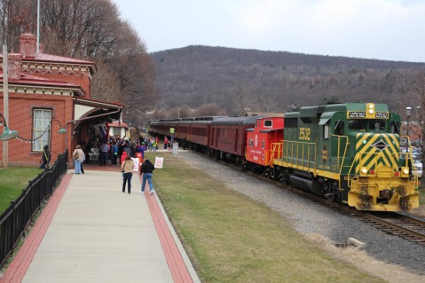 Santa Train Rides, via Tamaqua Historical Society, Train Station, Tamaqua, 12-19-2015 (13)