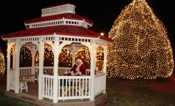 Santa Visits Depot Square Park Pavilion in Tamaqua, 12-11-2015 (15)