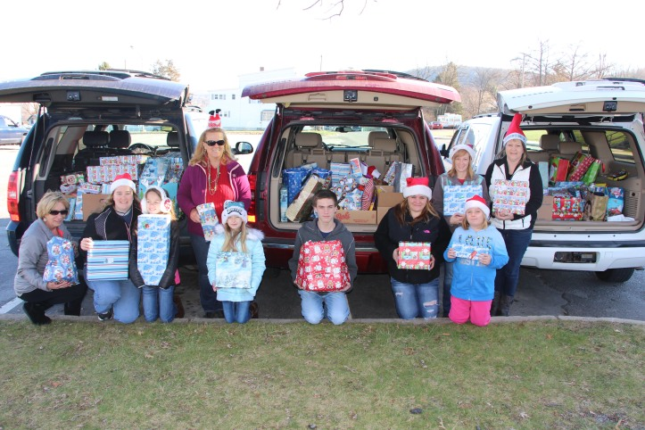 Sharon's Angels, Christmas Distribution, Tamaqua, 12-20-2015 (3)