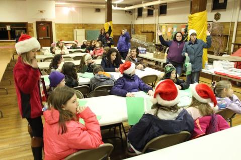 Tamaqua Girls Scouts Go Caroling, ABC Hi Rise, Majestic House, Tamaqua, 12-20-2015 (13)