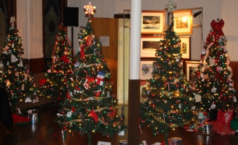 Tree Festival, Voting, Tamaqua Community Arts Center, Tamaqua, 12-4-2015 (25)