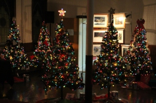 Tree Festival, Voting, Tamaqua Community Arts Center, Tamaqua, 12-4-2015 (32)