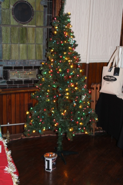 Tree Festival, Voting, Tamaqua Community Arts Center, Tamaqua, 12-4-2015 (33)