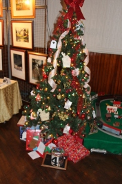 Tree Festival, Voting, Tamaqua Community Arts Center, Tamaqua, 12-4-2015 (41)