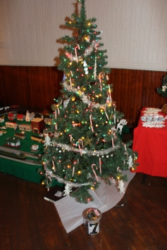 Tree Festival, Voting, Tamaqua Community Arts Center, Tamaqua, 12-4-2015 (44)