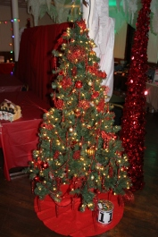 Tree Festival, Voting, Tamaqua Community Arts Center, Tamaqua, 12-4-2015 (48)