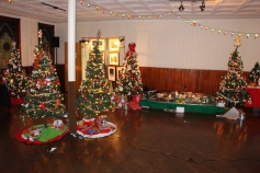 Tree Festival, Voting, Tamaqua Community Arts Center, Tamaqua, 12-4-2015 (7)