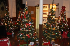 Tree Festival, Voting, Tamaqua Community Arts Center, Tamaqua, 12-4-2015 (8)